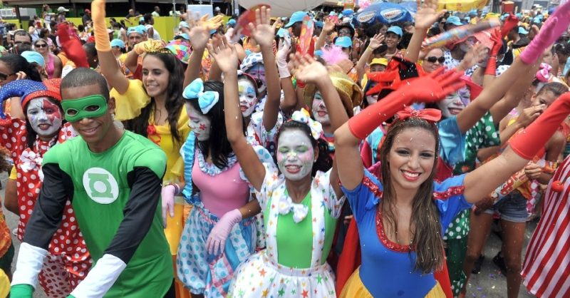 Brazilian girls go kiss crazy during carnaval