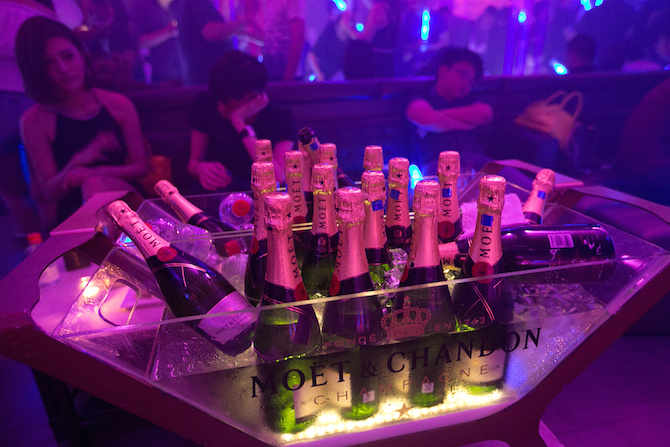 Classing Shanghai clubbing, spoiled Chinese brats flashing the cash