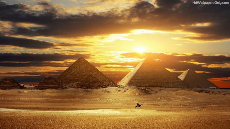 Great Pyramids Egyptian women